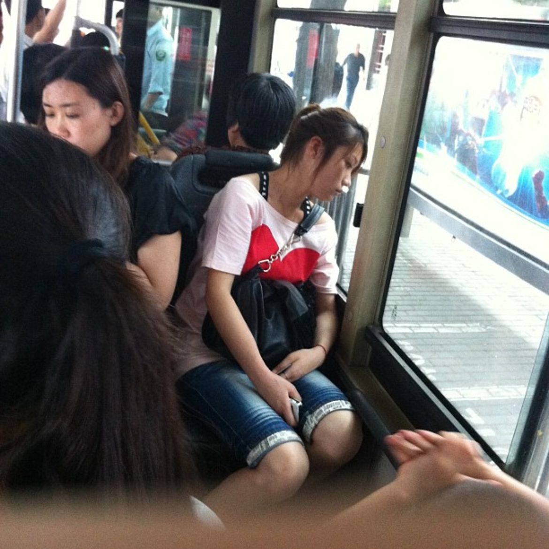 公车里的疲惫mm